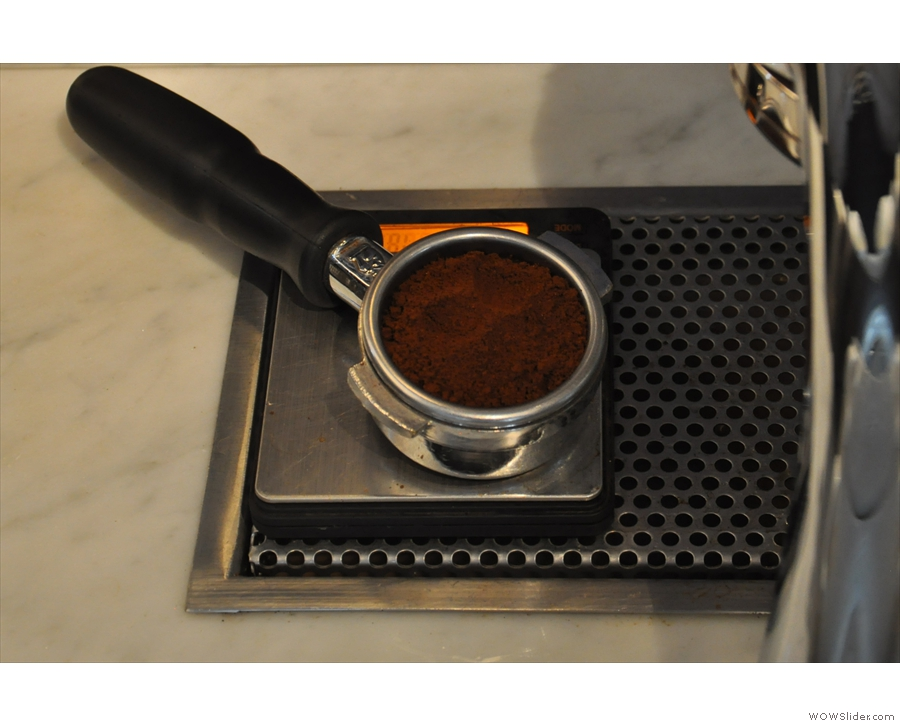 Now we have the correct dose, it's time for step 3, make the coffee...