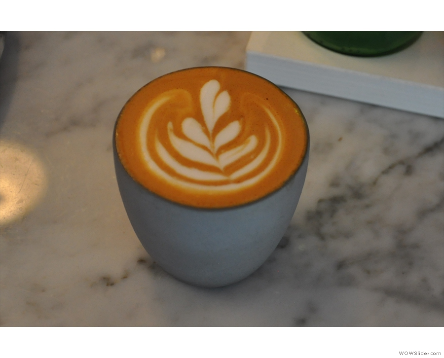 And the result: a lovely 4oz cortado for me.