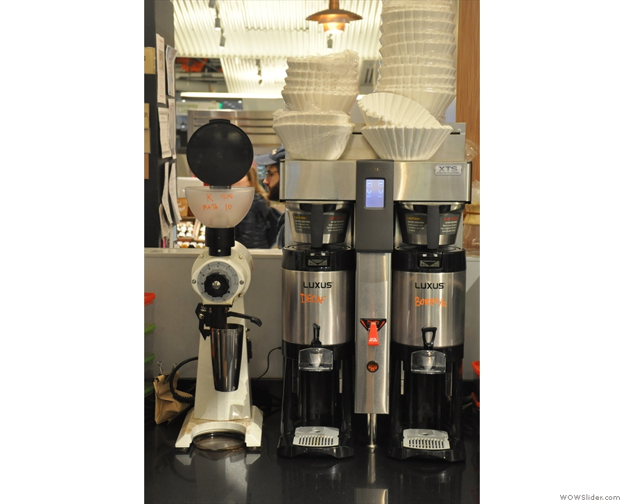 The obligatory bulk-brewer is right at the back, along with the EK-43 grinder.