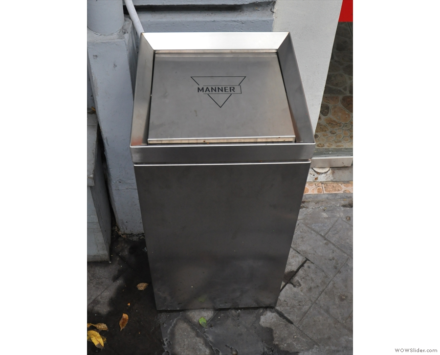 ... and a litter bin for unwanted post-consumption cups.