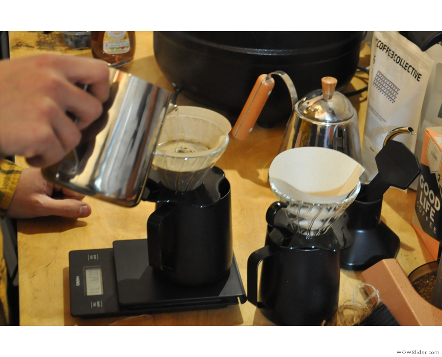 Dave is using a continuous pour technique, topping up the V60 on a regular basis.