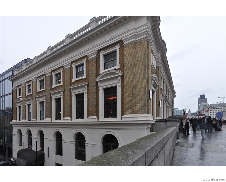London Grind, conveniently located at the southern end of London Bridge.