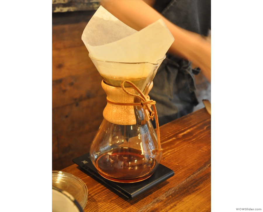 Once the desired weight is achieved, the coffee is left to filter through.