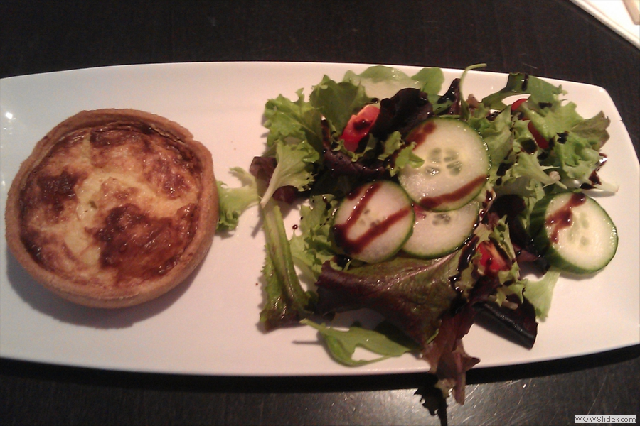 It's not all hot drinks though; I sometimes pop in for lunch, here having a lovely indviidual quiche.
