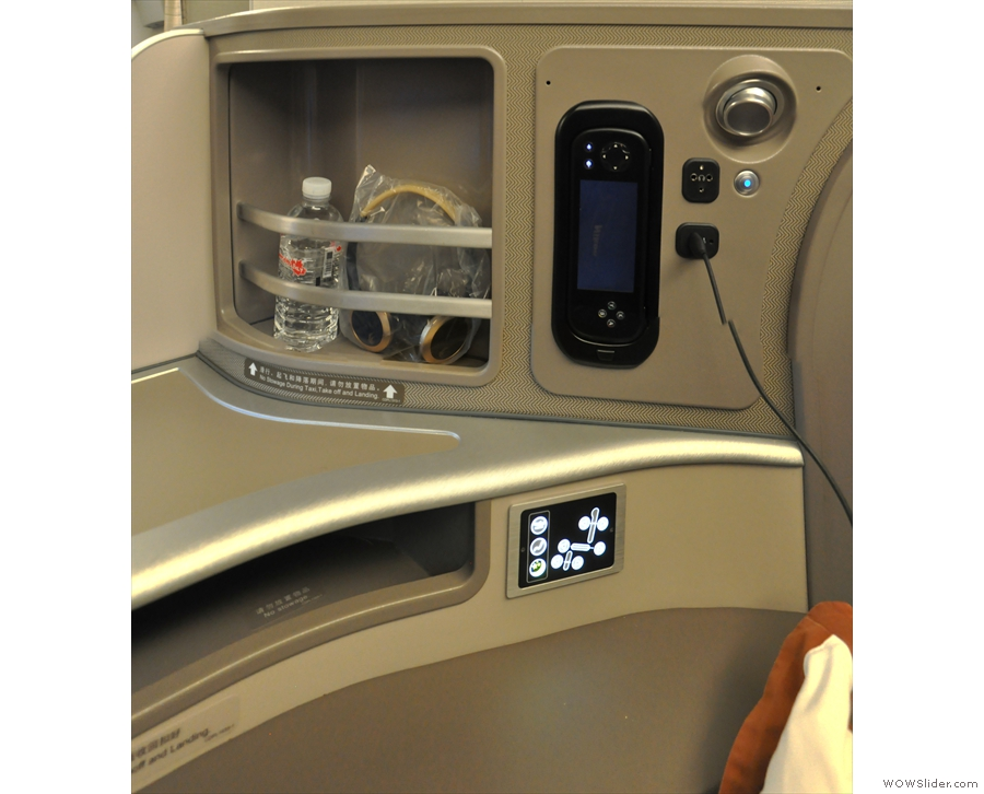 The controls, along with plenty of shelf space (such a contrast to the 747) are to the side.