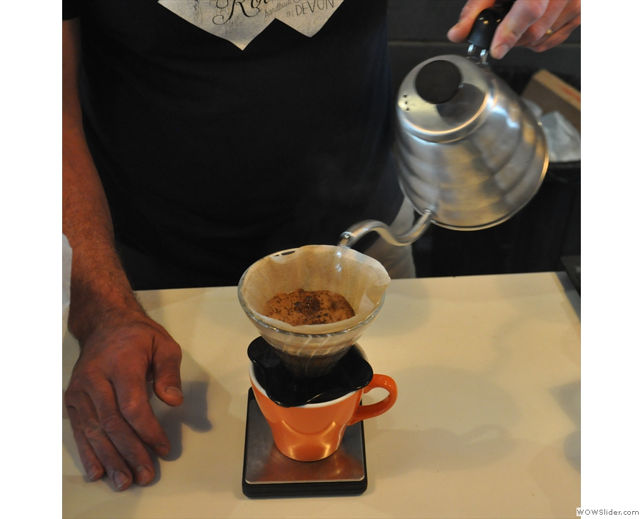 With the each pour, the V60 is topped up to about two thirds full.