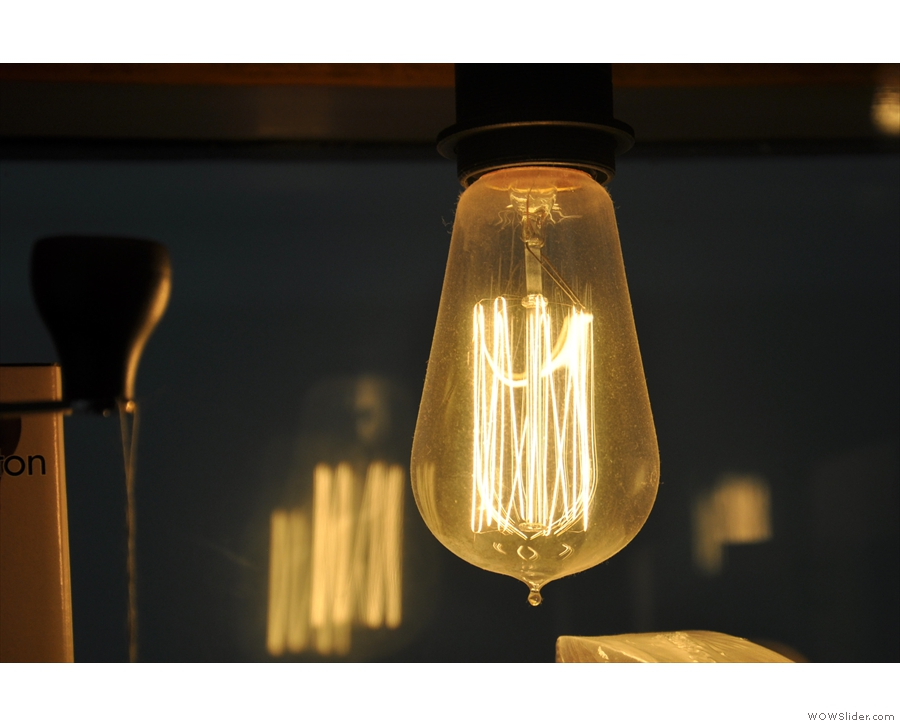 It also has this goregous light-bulb.