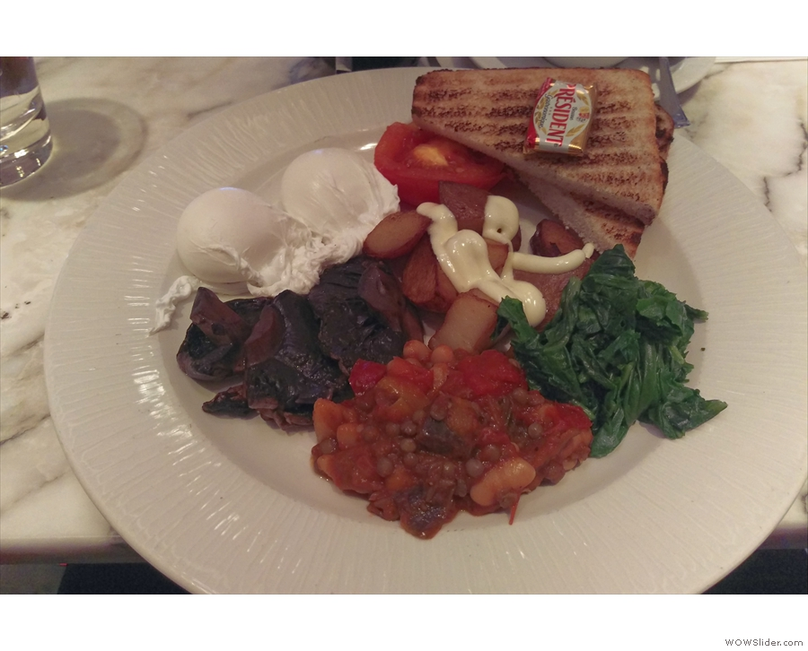 However, it all went very smoothly, so I had time for breakfast. And very nice it was too.