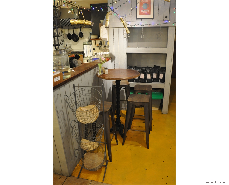 .. with one more table tucked away in an alcove down the right-hand sde of the counter.
