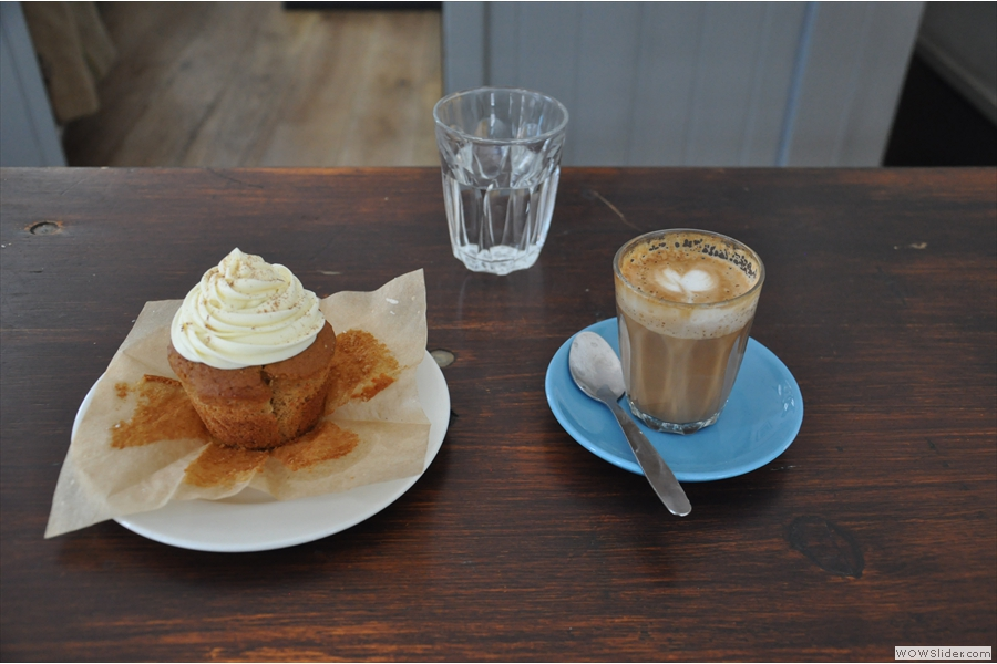 And fnially, my piccolo and a delicious carrot cupcake.
