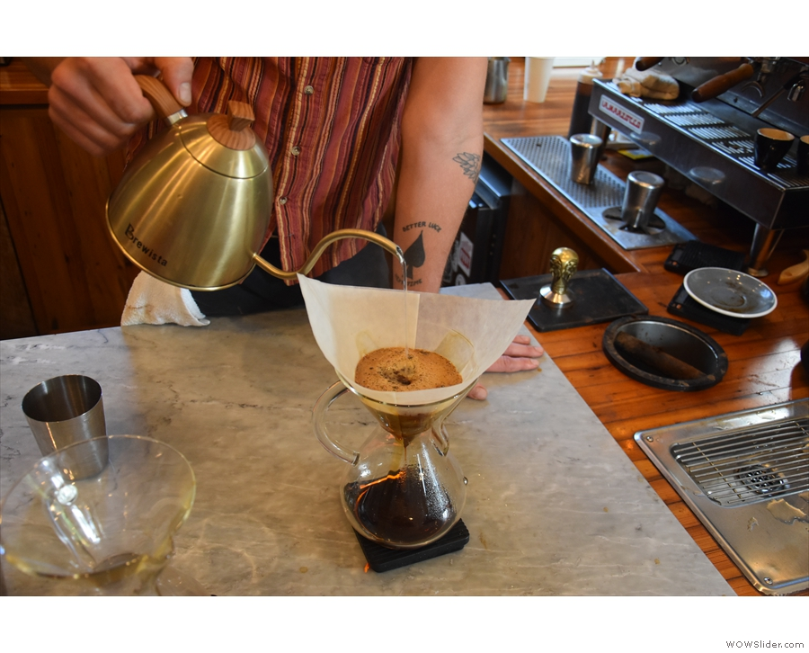 ... before the pour finishes in the centre of the Chemex.