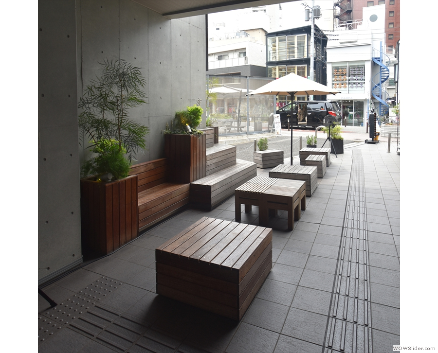 The right-hand outdoor seating, as seen from by the door, looking towards the street.