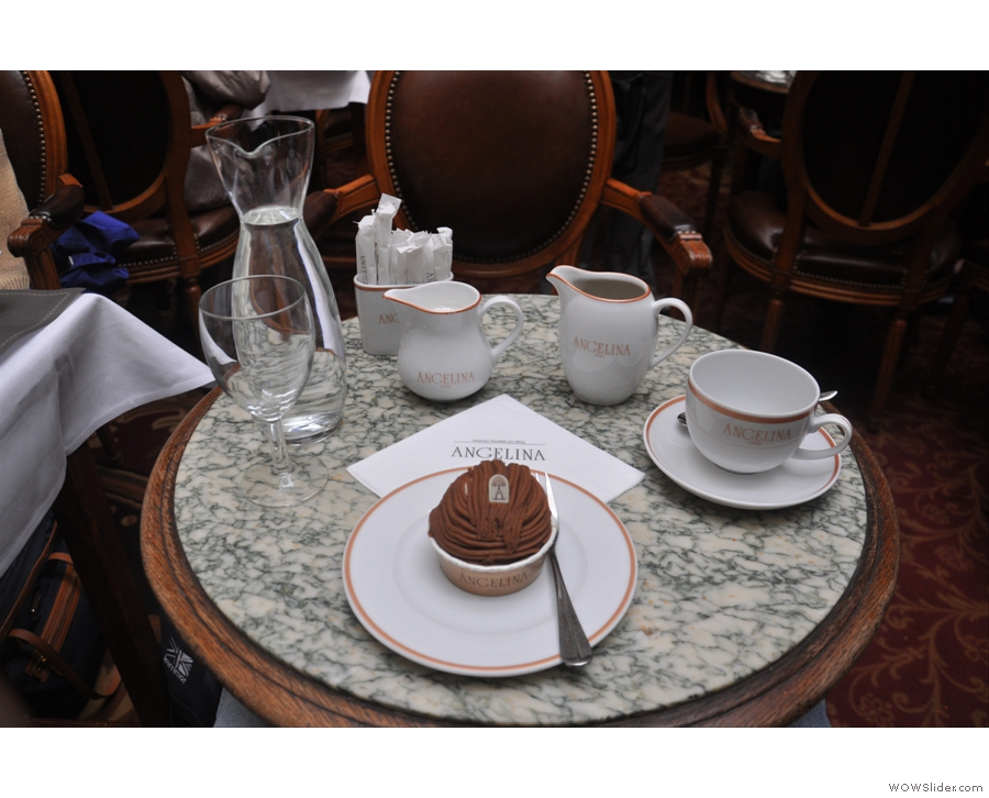 So, here it comes. I normally have my Mont Blanc with the hot chocolate, but for you, dear readers, here it is with cafe au lait.
