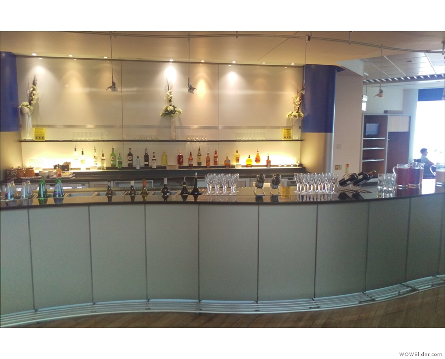 ... and a fully-stocked bar. I didn't have time to sample the coffee, so settled for...