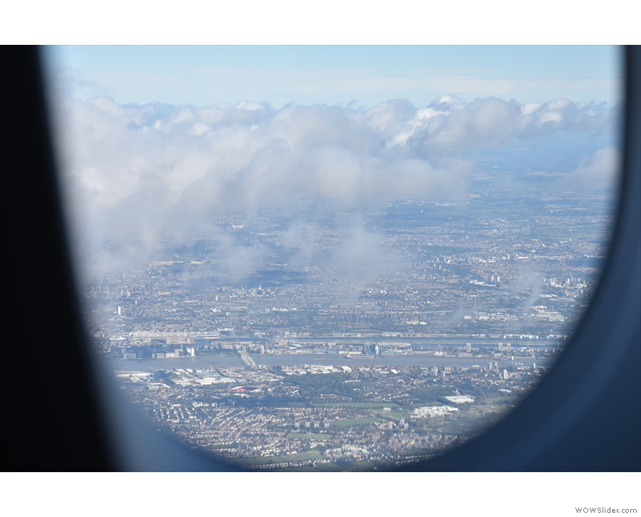 ... before turning around at the Thames Barrier to make a westerly approach to Heathrow.