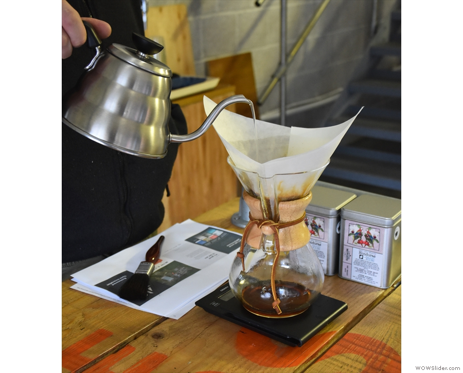 Afterwards, while we were chatting, Gareth made me a Chemex of this...