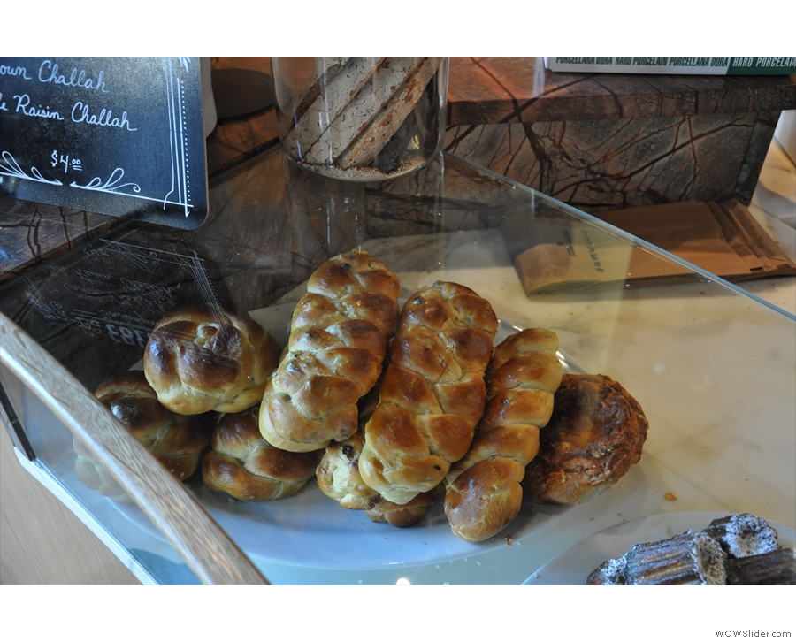 If I hadn't just been at Jany's for breakfast, I'd have had one of these Challah.