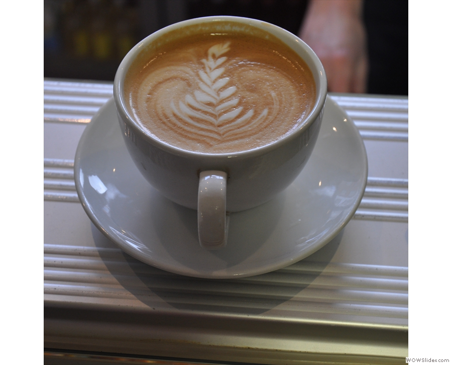 Just to prove the cups aren't all black... more nice latte art!
