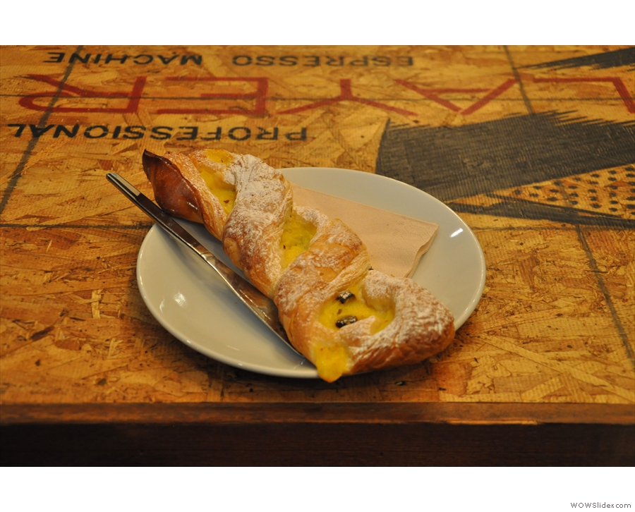 I also had this yummy pastry twist with custard and chocolate bits. It was divine.