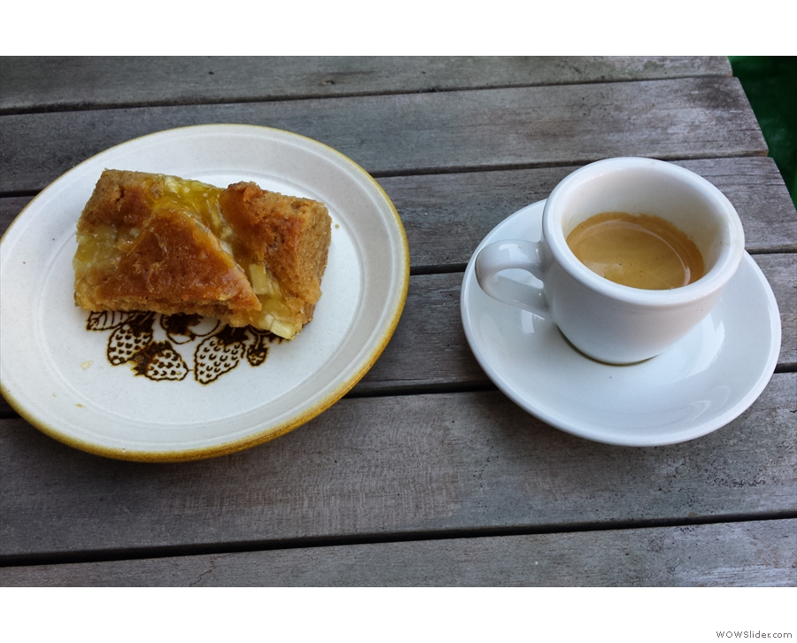 I brought a slice of apple & toffee cake home to have in my garden (espresso by Silvia).