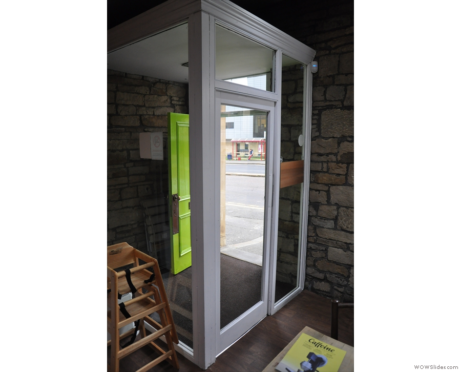 The airlock system keeps it nice & cosy inside, while keeping the traffic noise out