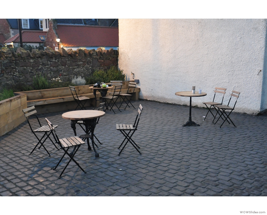 Right, where were we? Oh yes, the courtyard. Nice seating options.