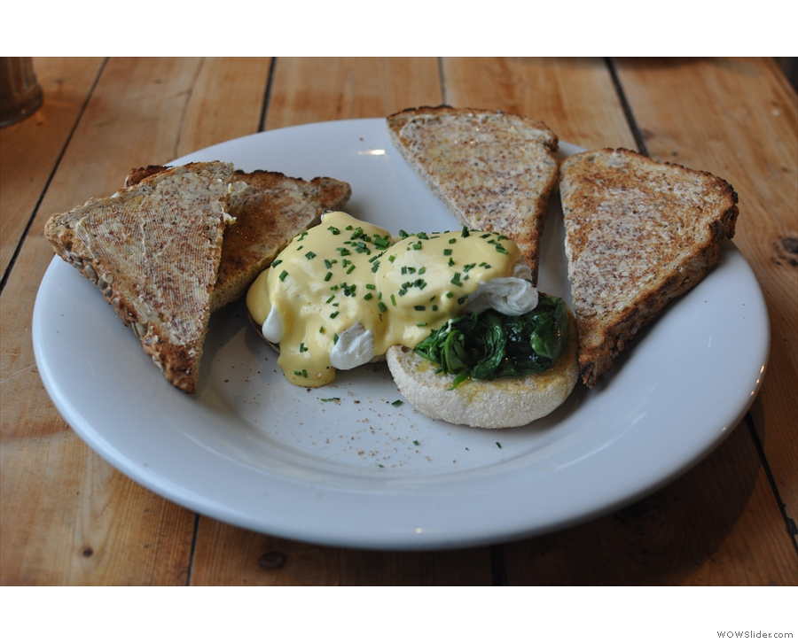 Afternoon tea: eggs florentine!