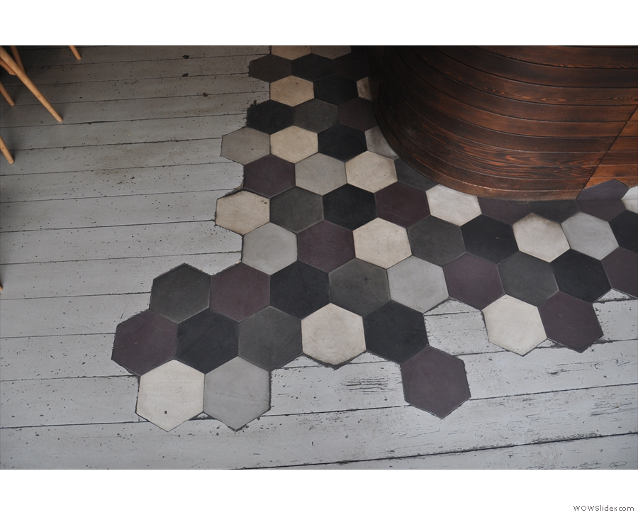 There's a hexagon pattern thing going on in Curators...