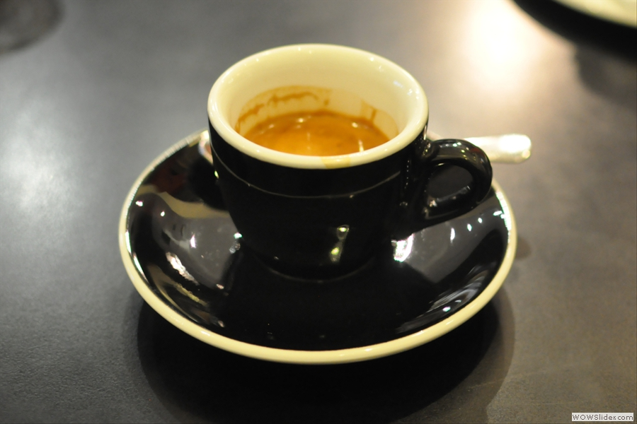So, down to business: espresso in a classic black cup...