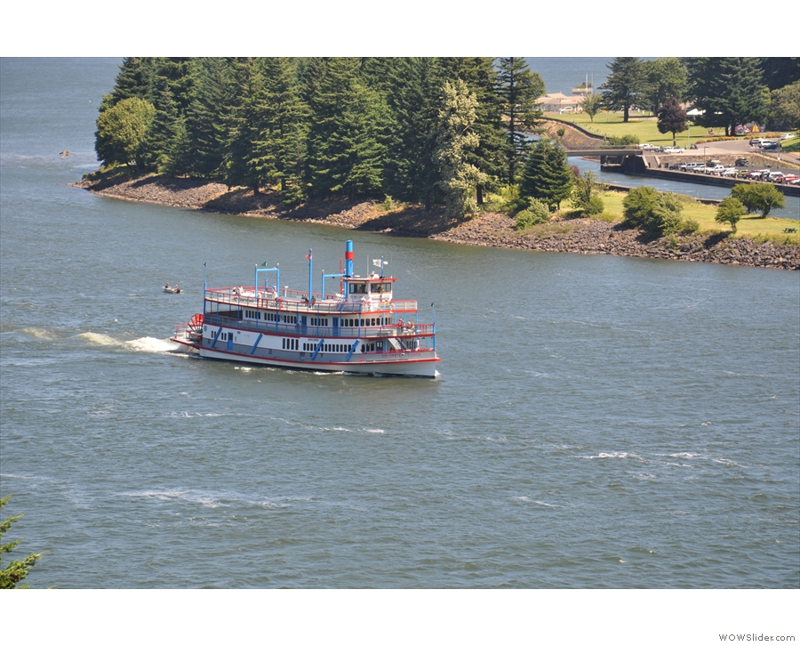 The paddle-steamer is on the move!