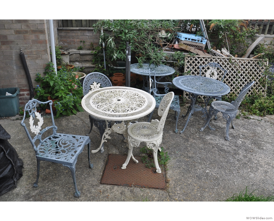 ... which would make for some great outdoor seating, except the Council won't alllow it :-(