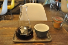 To business. My Rocko Mountain Reserve, through the V60. Admiring the handleless cup...