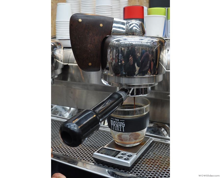 When the first drop appears, push the paddle all the way to the left for full extraction.