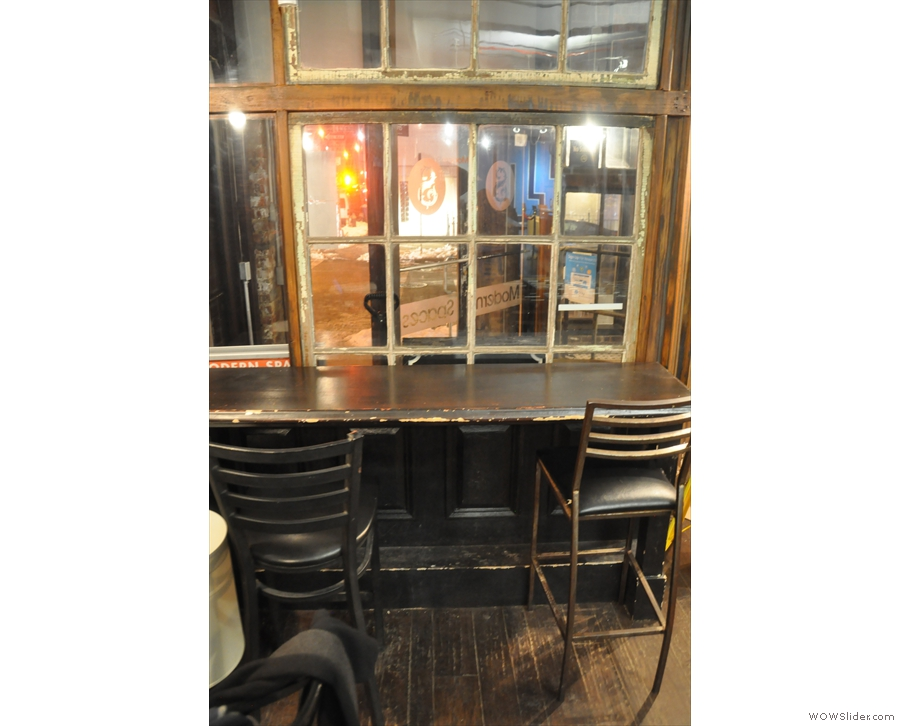 You can also sit at this little window-bar which looks out onto the doorway.