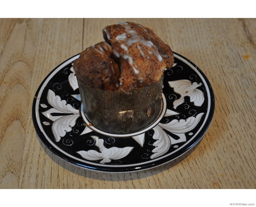 ... and some cake in the shape of monkey bread.