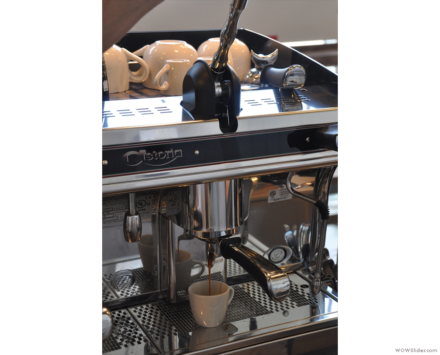 ... and hey presto, we have espresso extraction!
