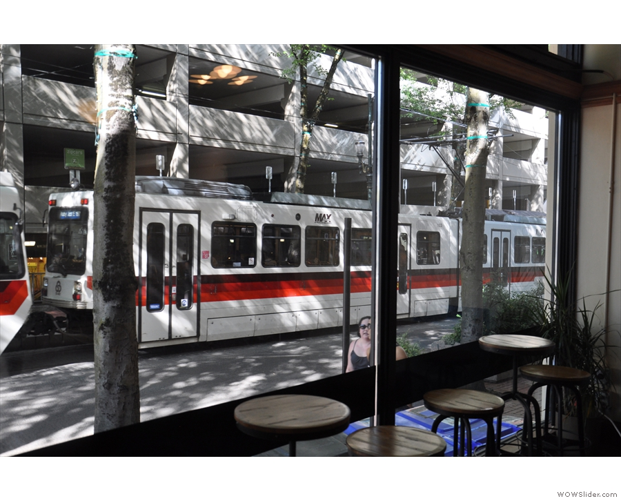 Ooh! Tram! Sorry, got distracted... Where was I? Oh yes, there's a window-bar on Yamhill...