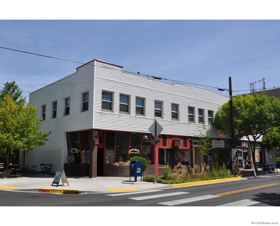 Five Points Coffee Roasters on sunny Divison Street, Portland (Oregon).