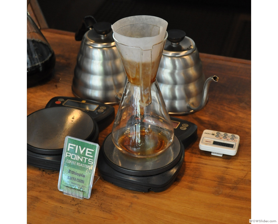 By now, the other two (large) Chemex have been taken away to be put in flasks.