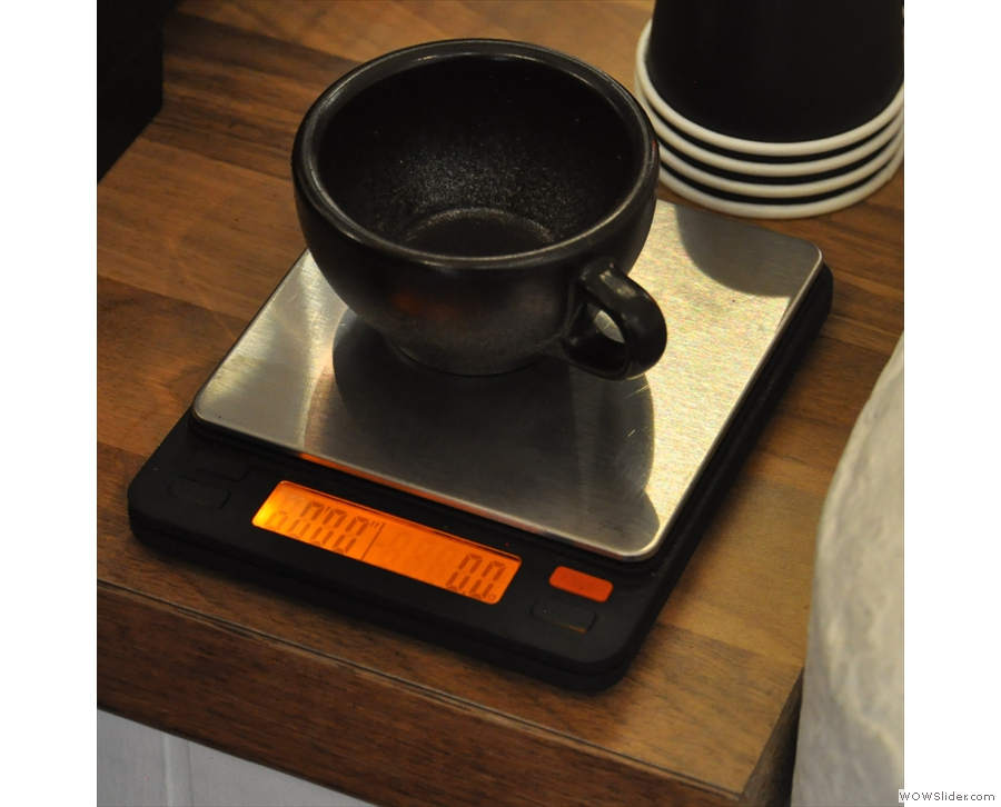 My Kaffeeform cup gets put on the scales so they can be zeroed.