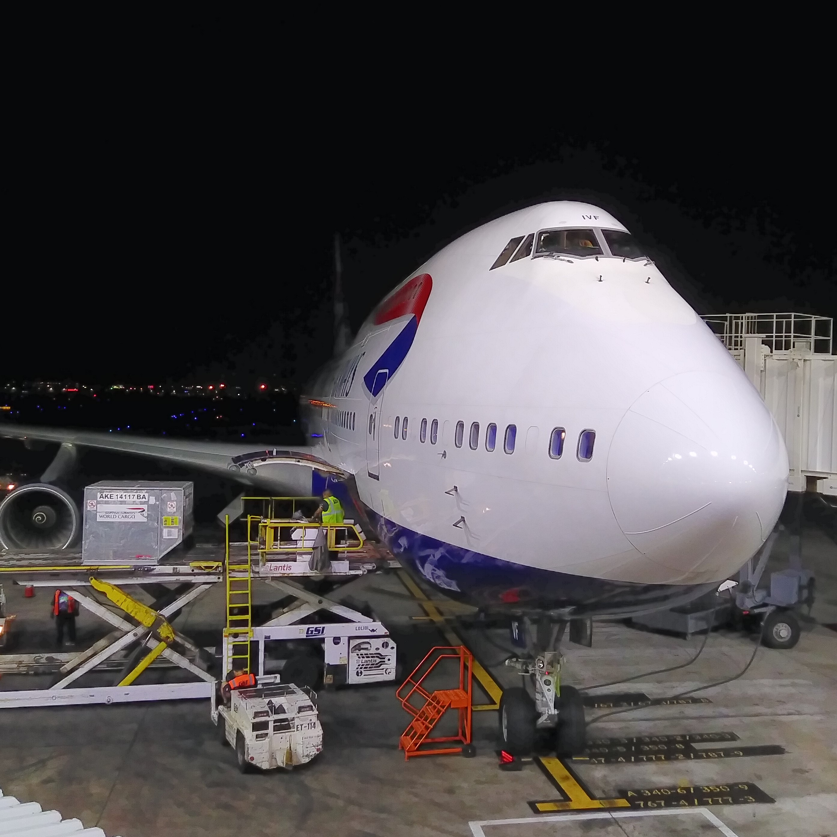 A British Airways Boeing 747 Jumbo Jet on the stand at Chicago's O'Hare airport, waiting to take me back to the UK. I always forget how big they are until I get up close to them.