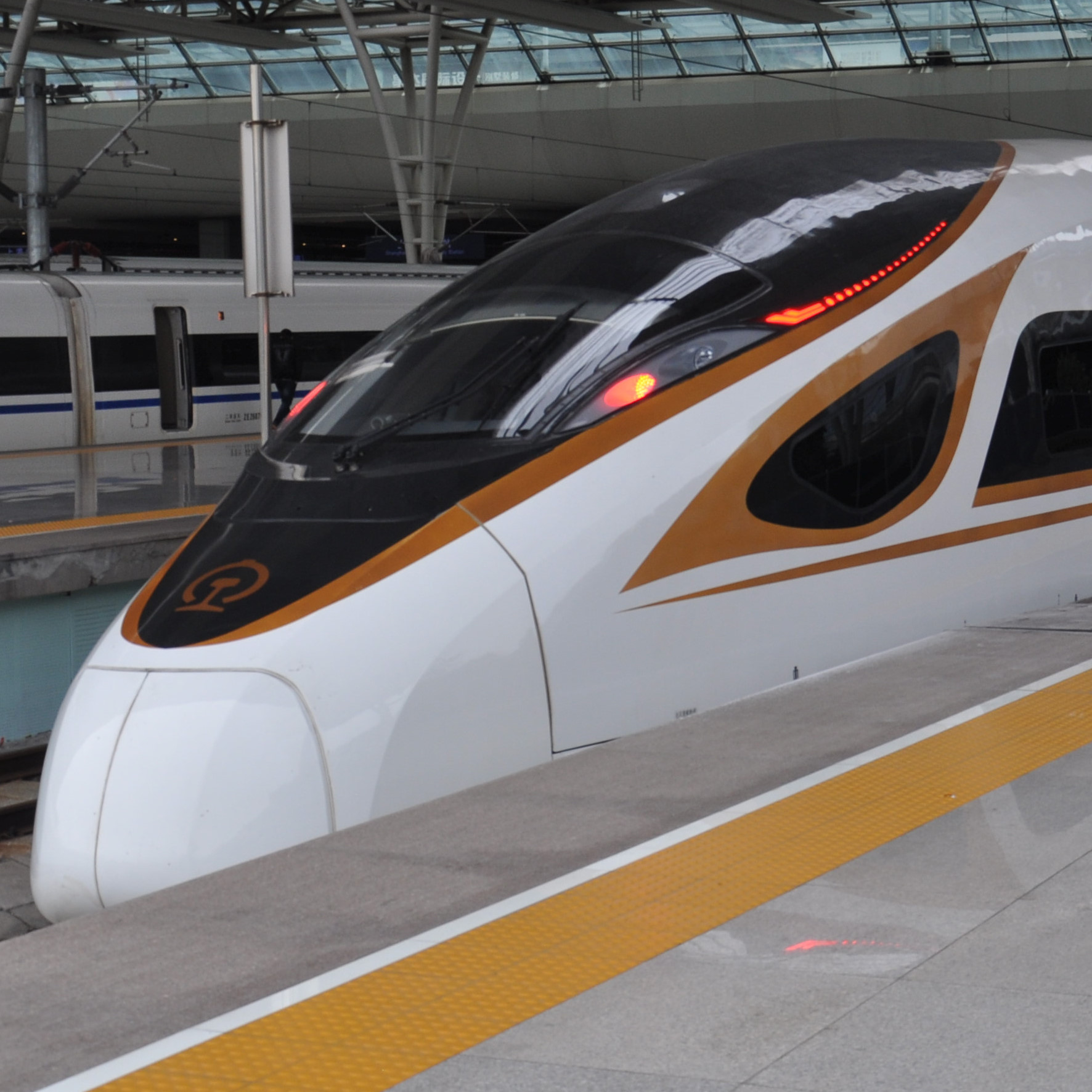 My train, a brand new CR400, waiting to take me from Shanghai to Beijing on the world's second-fastest passenger service in December 2017 (and the world's fastest intercity passenger service).