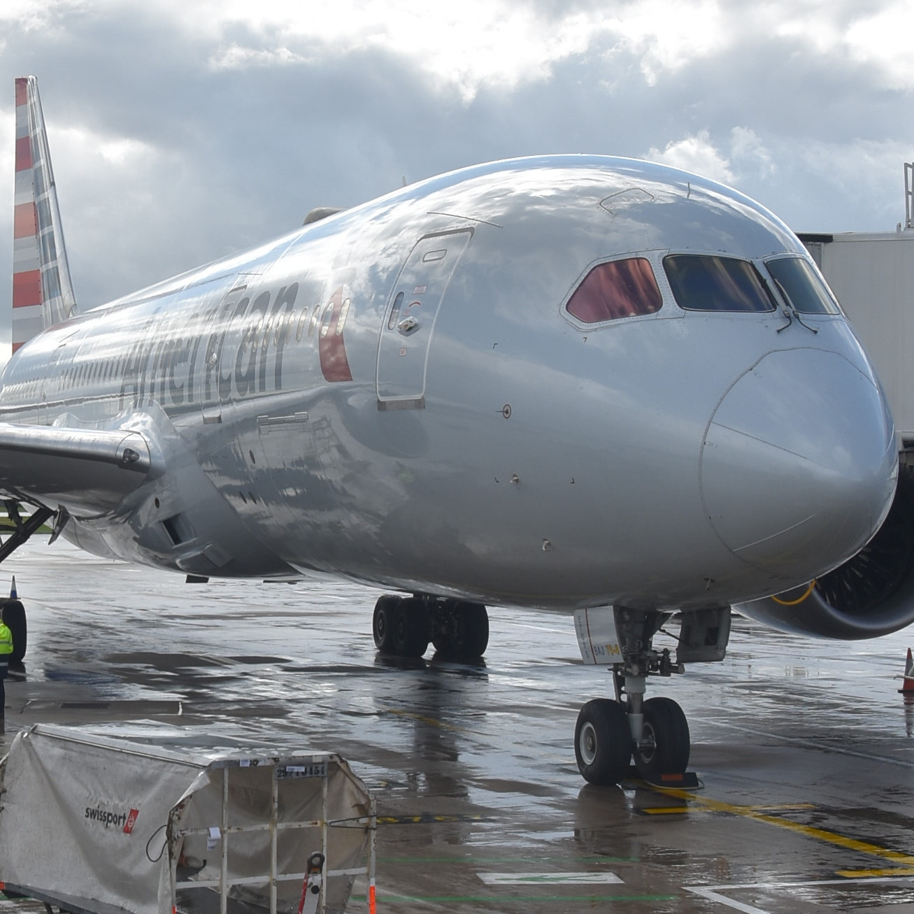 My very shiny-looking American Airlines Boeing 787-800 at the gate at Manchester Airport, Terminal 3, waiting to take me to Chicago.