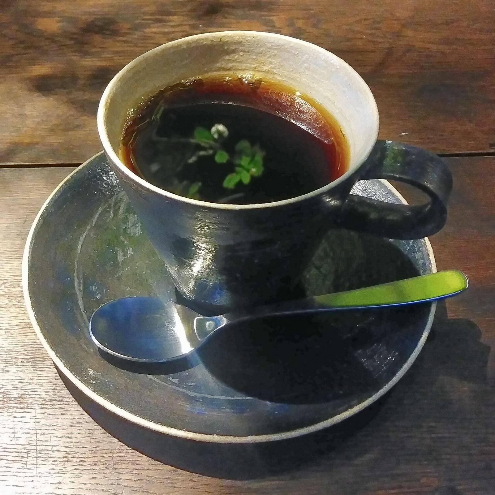 My coffee, a V60 of a Guatemalan single-origin, reflecting the greenery in Hirano Coffee, Nagano.