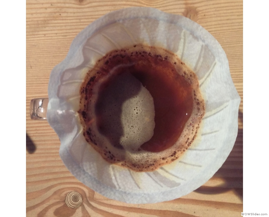 Nice, even distribution, without too many coffee grounds on the sides of the filter paper.