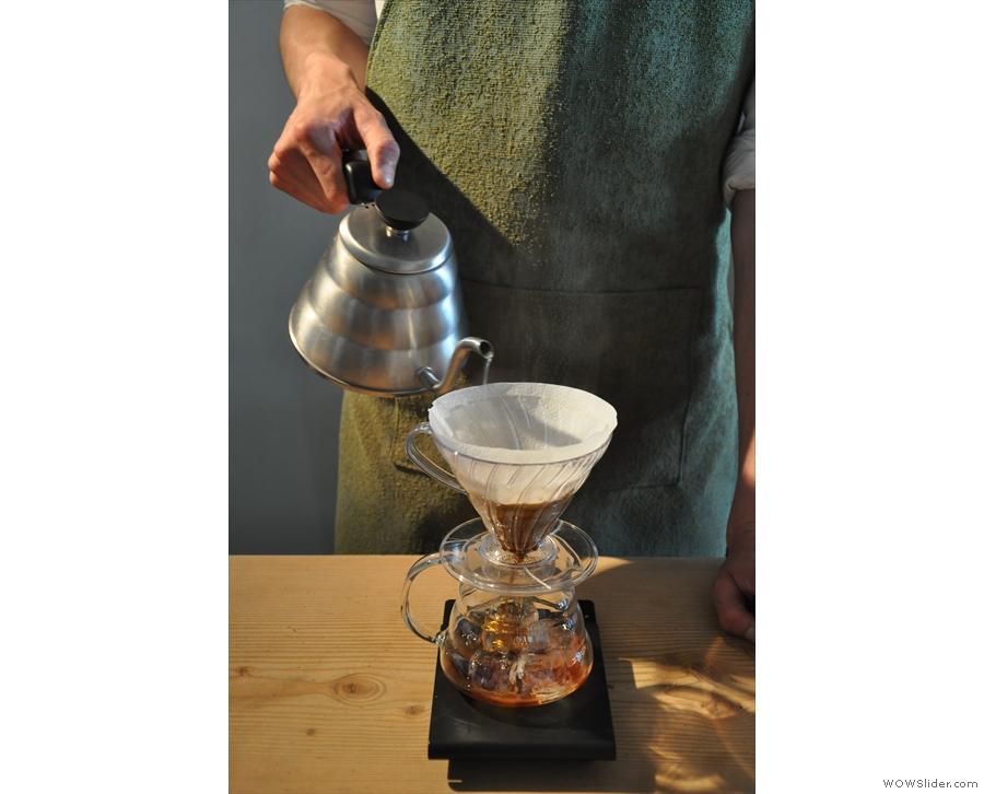 ... except the carafa has 25g of ice in it. Then comes the main pour, but with 125ml water...