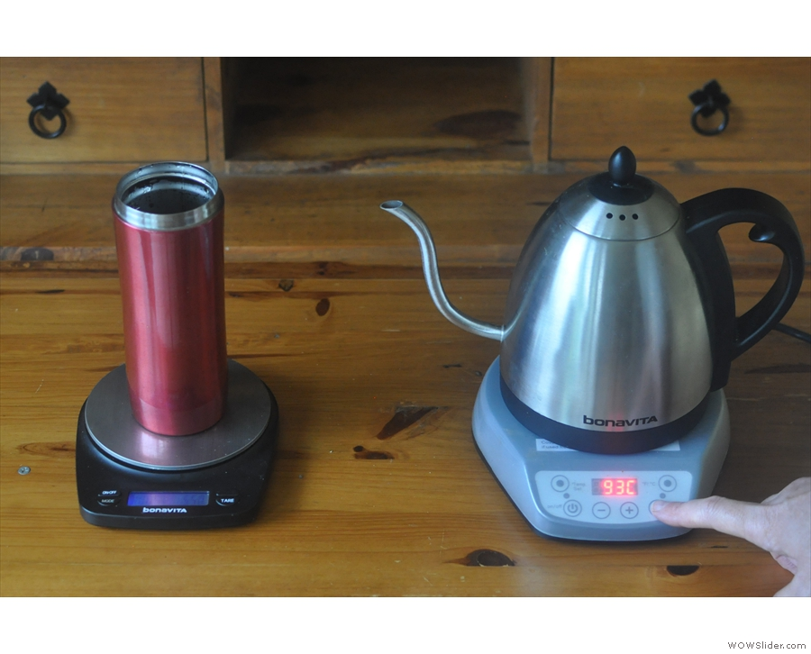 Important: lifting the kettle off the base turns it off! Press the 'Hold' button to keep it hot.