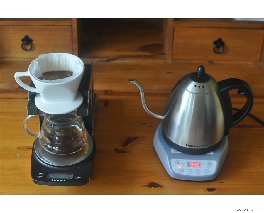 Now to leave the coffee to bloom. Once agian, I'm using the timer on the scales.