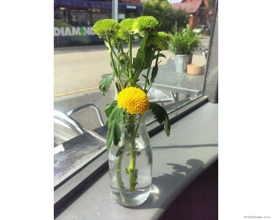 Regular readers will know that I like cafes with flowers on the tables.