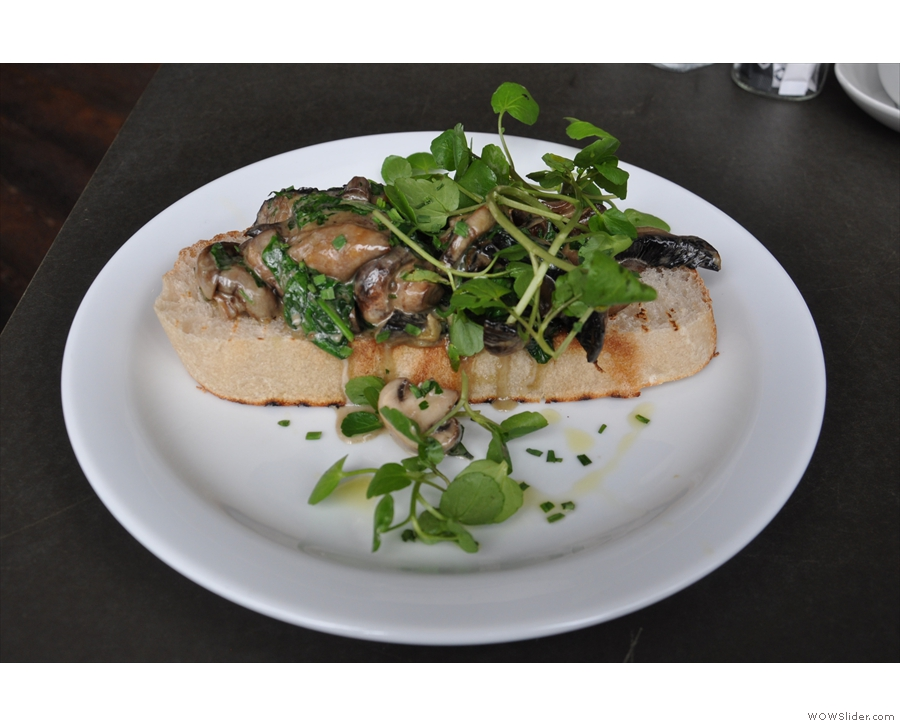 For lunch, I went a bit radical, ordering mushrooms on toast, Bakesmith style.